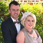 Glückliches Hochzeits-Paar im Pavillon nach der Trauung in Las Vegas.